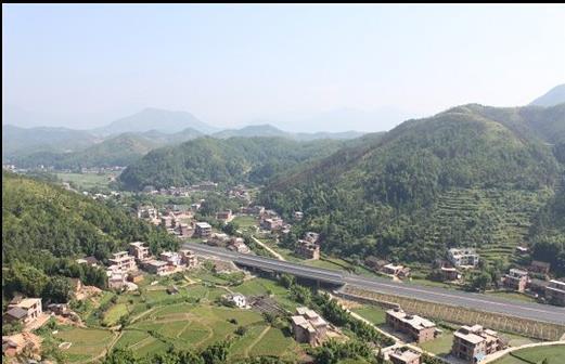 宝石仙境风景区位于兴国县城,景区总面积约30平方公里.