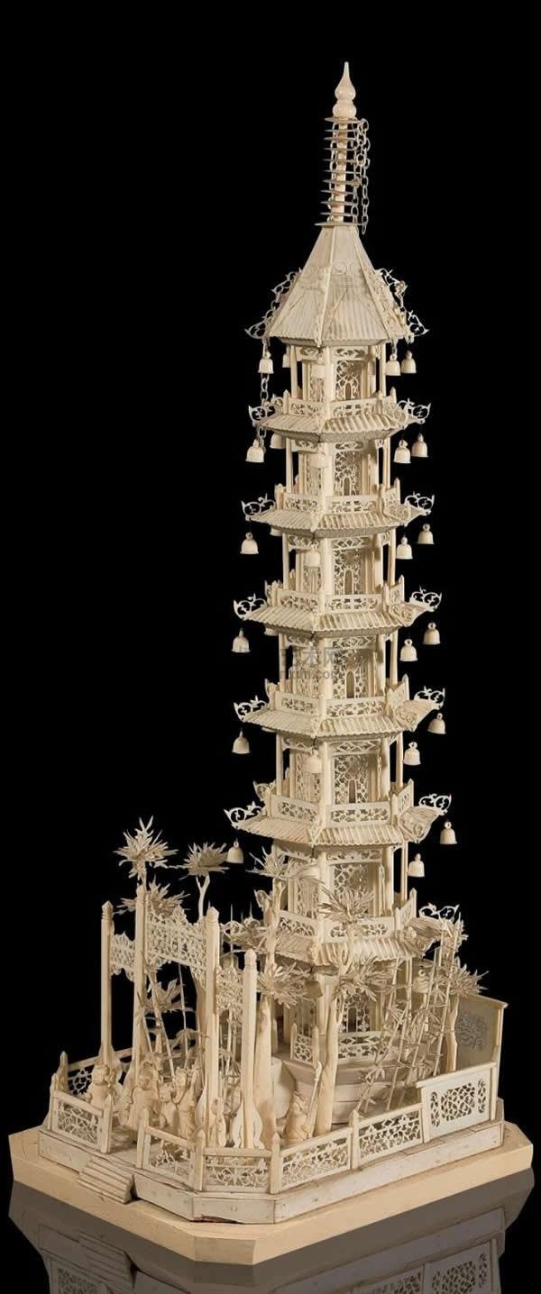 暴雪公司的魔兽争霸游戏在世界的风行,越来越多的魔兽词汇已经在网络上通行,象牙塔就是其中的一个,它是人族商店出售的迷你塔,作用是在目标区域建立一个瞭望塔。象牙塔是人族居家旅行必备,建造速度极快,一次能买三个,人类用农民造箭塔一共需要100金70木,迷你塔是30金20木,再升箭塔是70金50木,也是100金70木;所以,人类的3个象牙塔(加快箭塔修建速度)等于完全是免费的价钱跟农民造一样,施放无CD冷却时间,被誉为人族Bug的象牙塔是人族tower rush一波流战术,速矿流战术必不可少的利器。象牙塔可以升级
