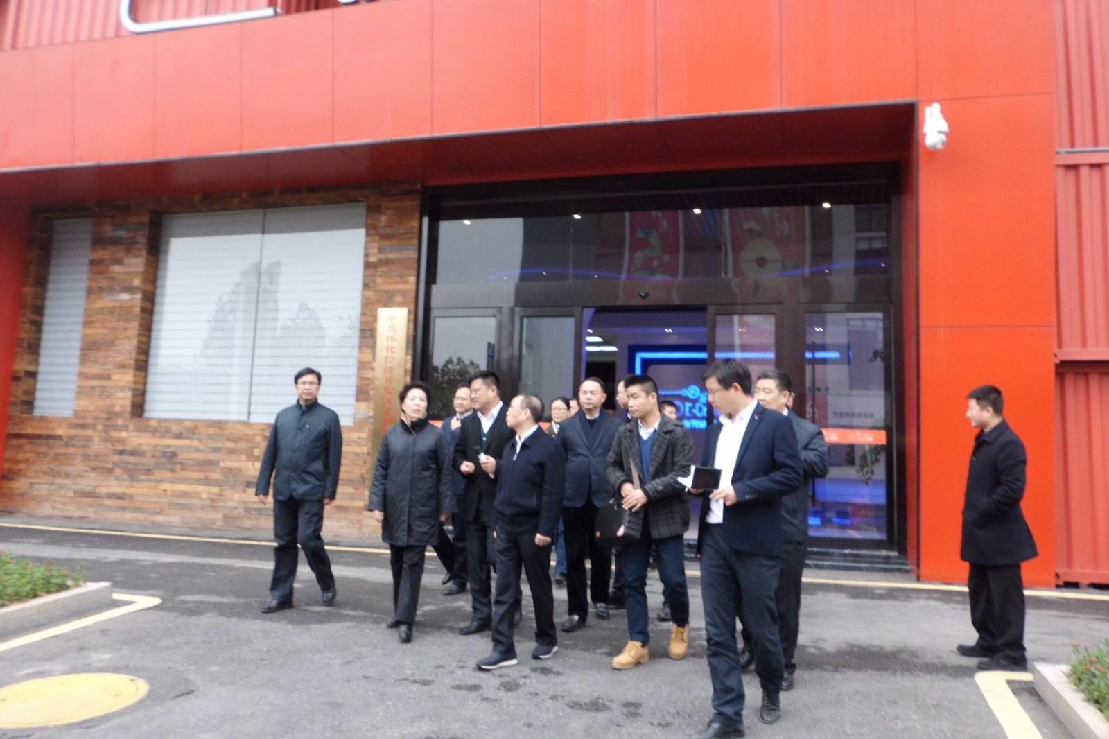 乌兰��n�n�f�k�yg,9f_空降湖南副书记乌兰首站到访怀化