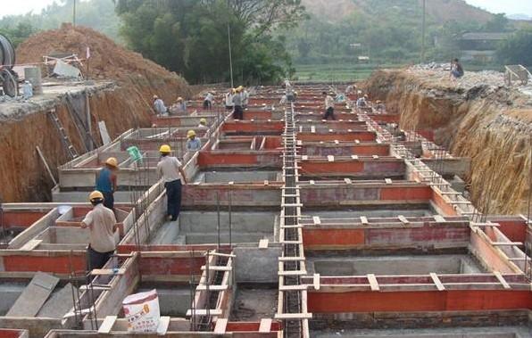 地圈梁一般用于砖混,砌体结构中,不起承重作用,对砌体有约束作用,有